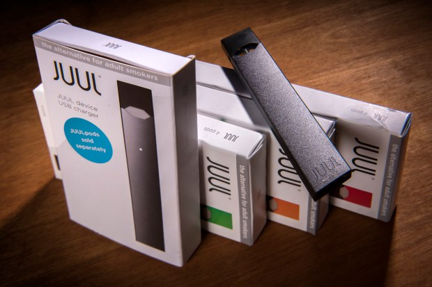A Juul vaping system with accessory pods in various flavors.