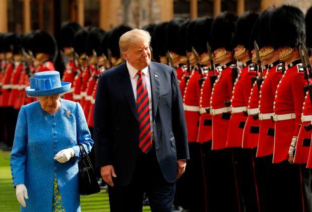 TOPSHOT - Britain's Queen Elizabeth II ...