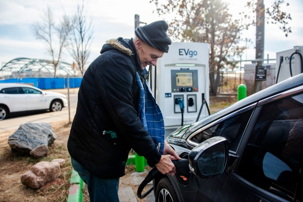 Moksha Efsea unplugs his electric car ...