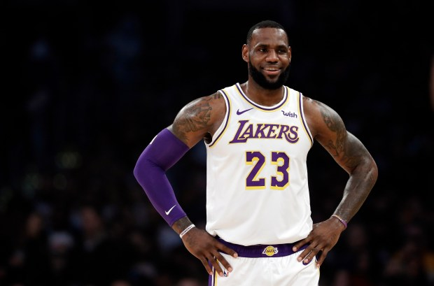 Los Angeles Lakers' LeBron James (23) ...