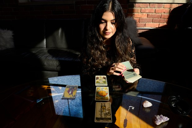 Hailey Jonoubeh reads her daily tarot ...