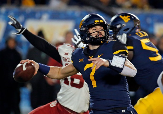 Will Grier (7) of the West Virginia Mountaineers passes against the Oklahoma Sooners on Nov. 23, 2018 at Mountaineer Field in Morgantown, W.Va.