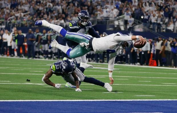 Dallas Cowboys quarterback Dak Prescott (4) ...