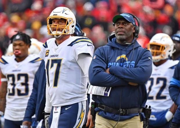 Head coach Anthony Lynn (R) of ...