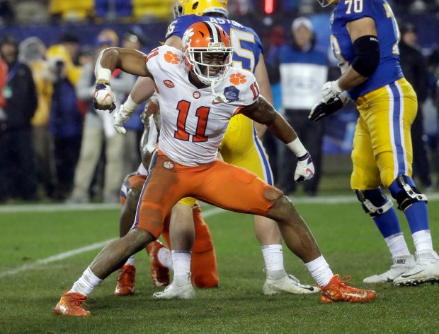 Clemson's Isaiah Simmons (11) reacts ...