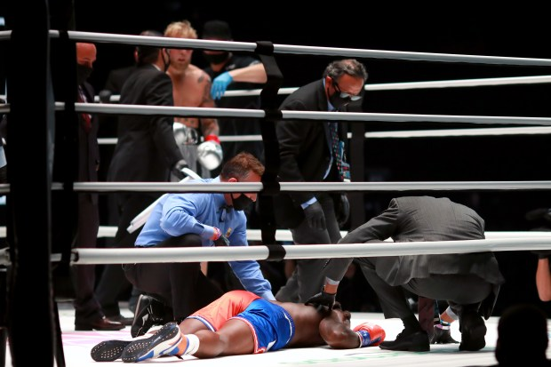 Nate Robinson suffers a knockout against ...