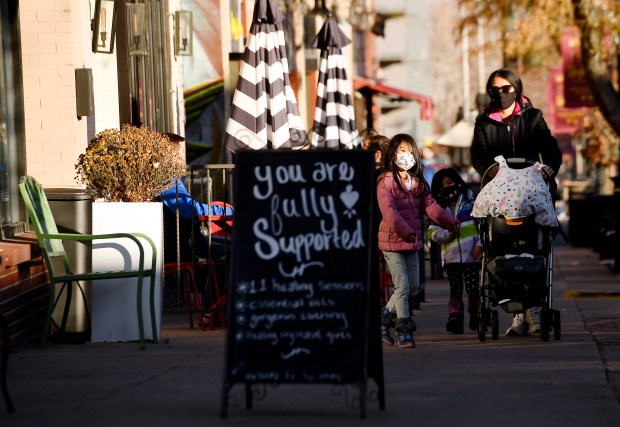 Black Friday 2020 in Denver: tourists, missing Santa and COVID-19 capacity limits 3