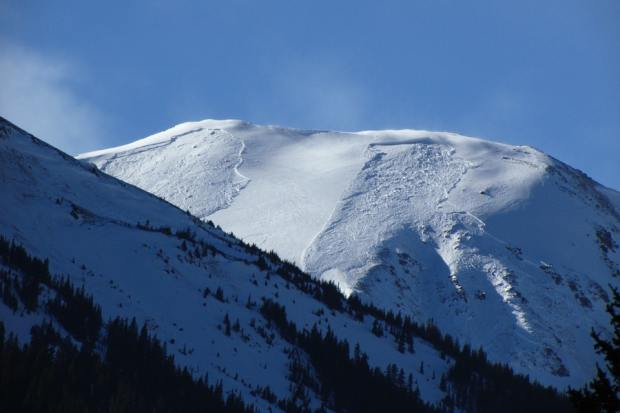 A pair of avalanches were photographed ...