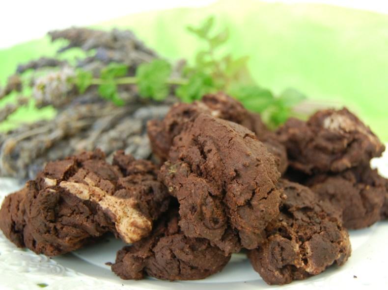 Biscotti con farina di riso, cacao, menta e lavanda