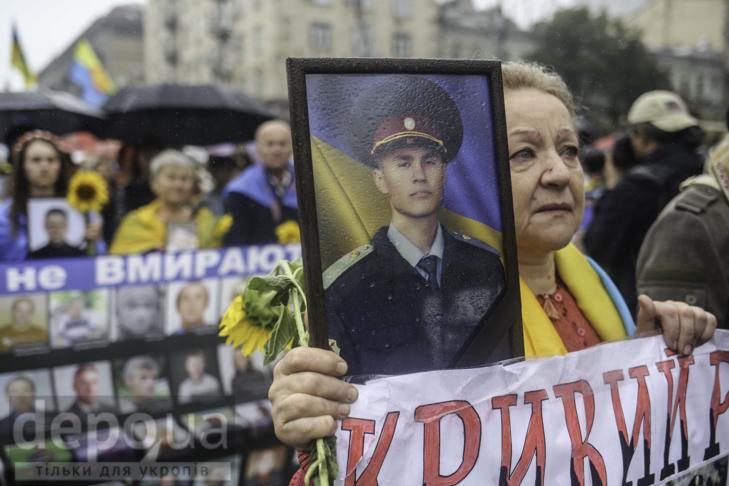 Інший парад: Як центром Києва йшли матері загиблих в АТО військових - фото 5