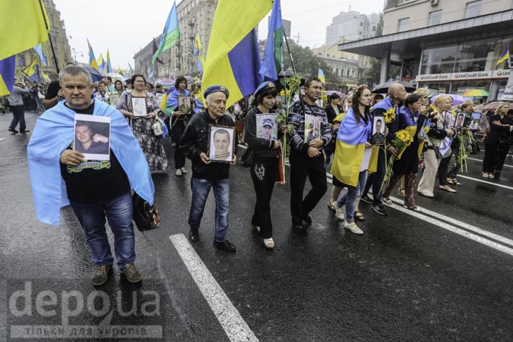 Інший парад: Як центром Києва йшли матері загиблих в АТО військових - фото 7
