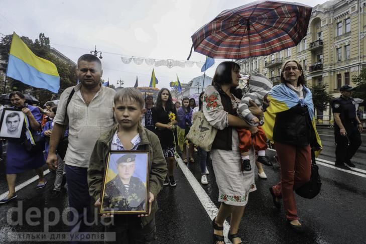 Інший парад: Як центром Києва йшли матері загиблих в АТО військових - фото 10