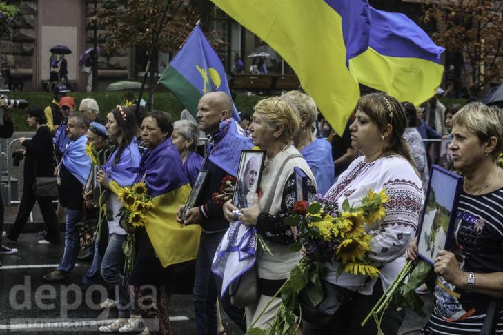 Інший парад: Як центром Києва йшли матері загиблих в АТО військових - фото 14