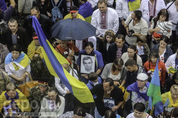 Інший парад: Як центром Києва йшли матері загиблих в АТО військових - фото 23