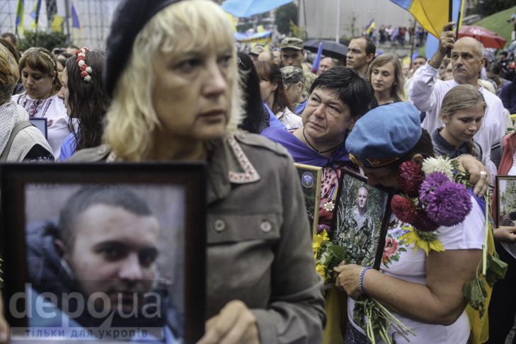 Інший парад: Як центром Києва йшли матері загиблих в АТО військових - фото 25