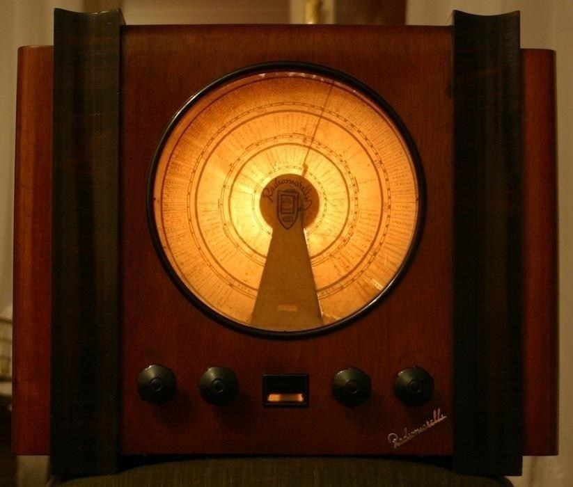 Radiomareli Faltusa - tela della scala parlante illuminata