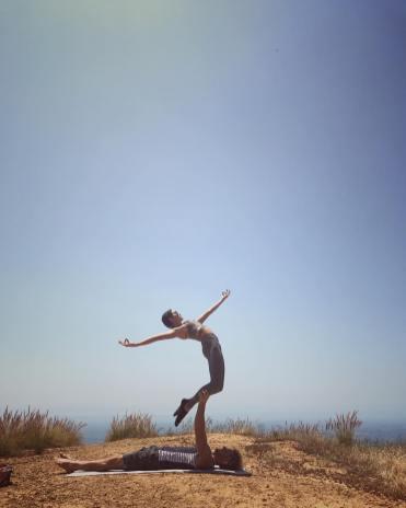 nikki-reed-yoga-1