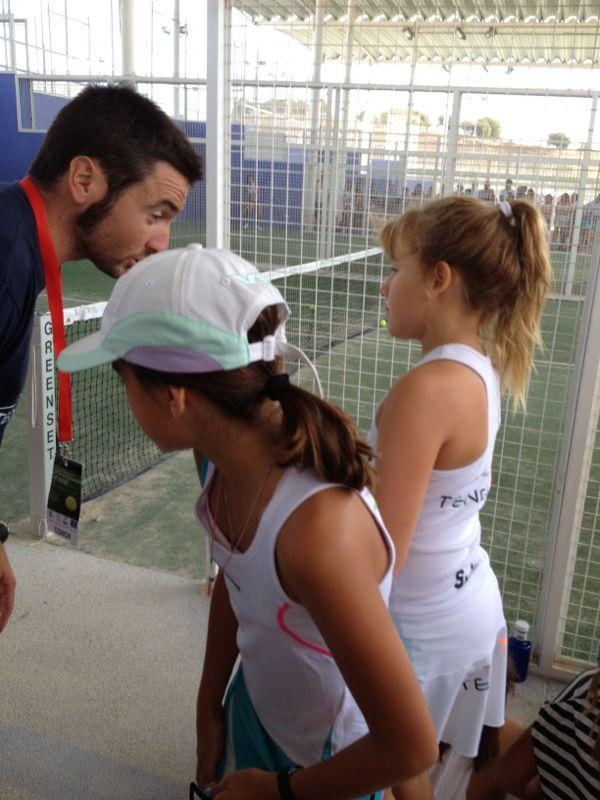 Ariant Moyá con Ariadna y Sofia en los momentos previos a la final.