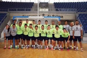 Foto del equipo y el cuerpo técnico en el primer día de trabajo