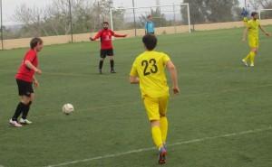 Lance del encuentro entre el Independiente y el Sineu