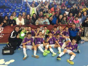 El Palma Futsal infantil celebra el pase a semifinales de la Mini Copa con los aficionados