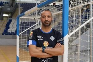 Vadillo posa en Son Moix en la previa del partido frente a Burela (2)