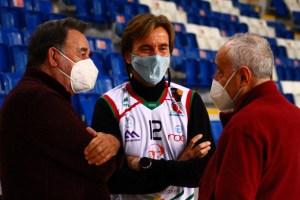 Vicenç y Biel Palmer junto a Pepe Laso r