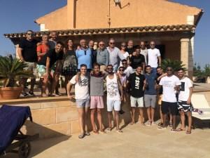 La plantilla del Palma Futsal posa junto al cuerpo técnico y la directiva en la comida de principio de temporada