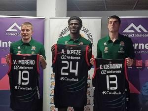 Víctor Moreno, Amadi Ikpeze y Konstantin 'Kostas' Kostadinov