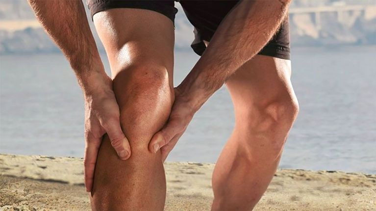 hombre lesionado en rodilla
