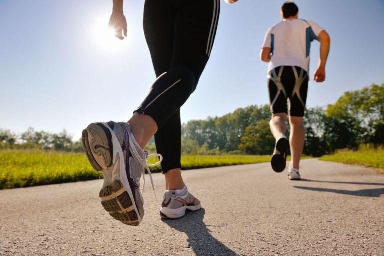 hacer marcha deportiva