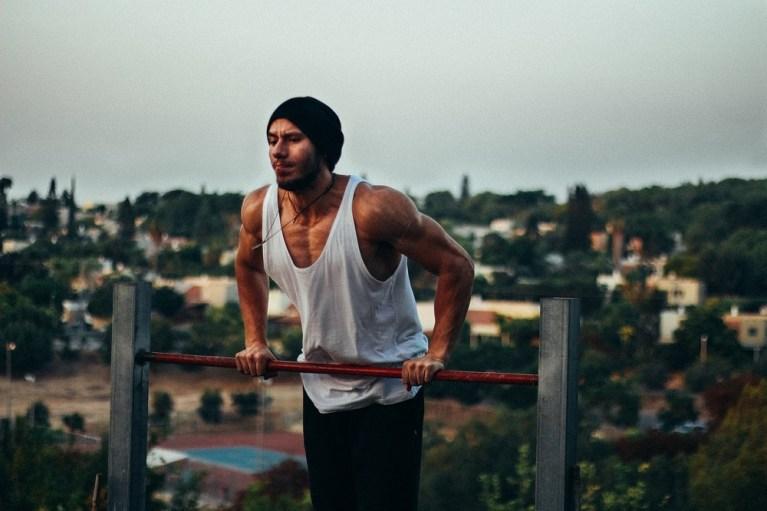 Qué es y cómo hacer muscle up