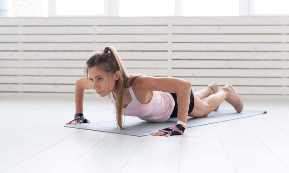 Con las flexiones se trabaja también la espalda