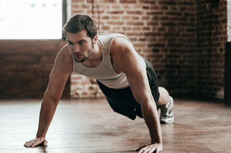 7 ejercicios de pecho con peso corporal que no requieren de máquinas