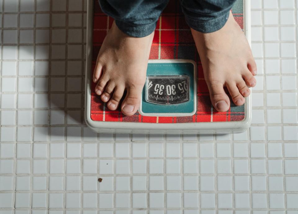 La pérdida de peso es uno de los beneficios de madrugar para entrenar