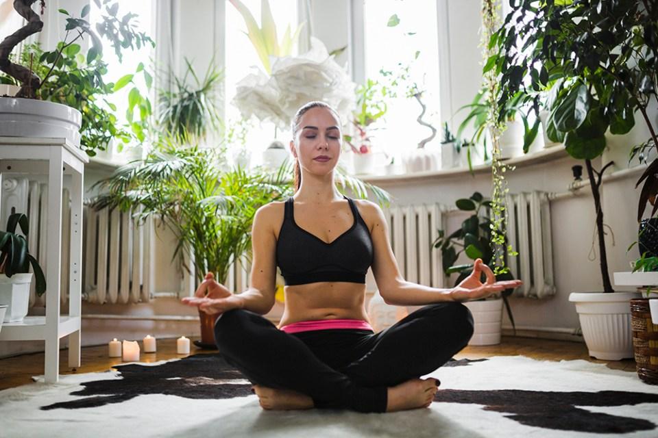 Posición de yoga flor de loto