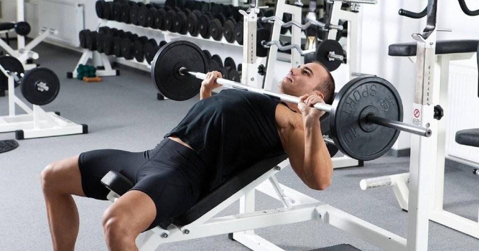 ejercicios para entrenar pecho en el gimnasio