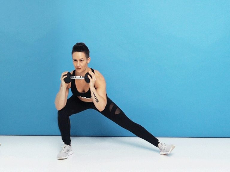 ejercicios con mancuernas para entrenar glúteos