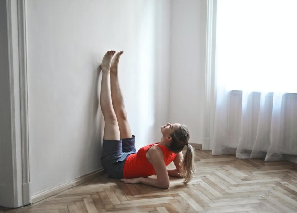 La rutina de 10 minutos para trabajar la elasticidad te ayuda a mejorar la postura