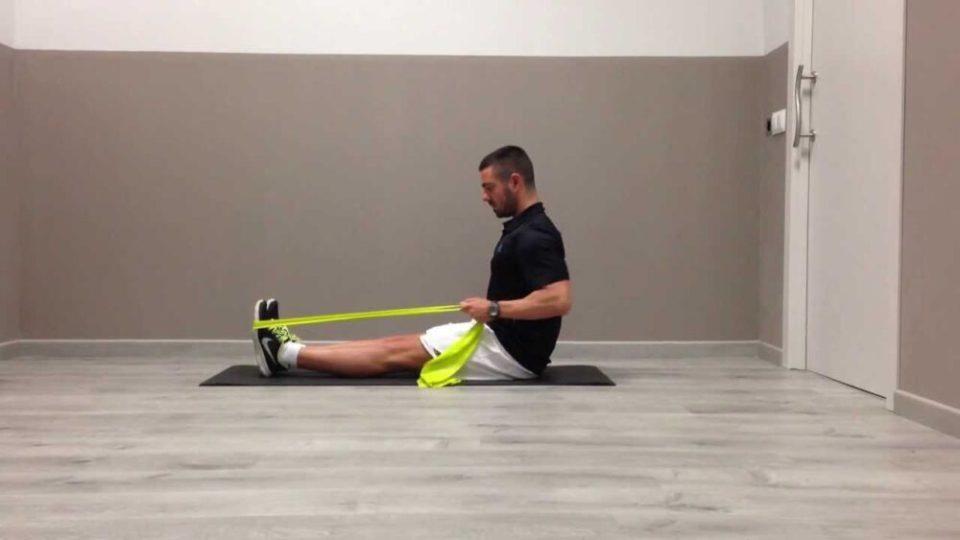 ejercicios con gomas para tonificar tríceps