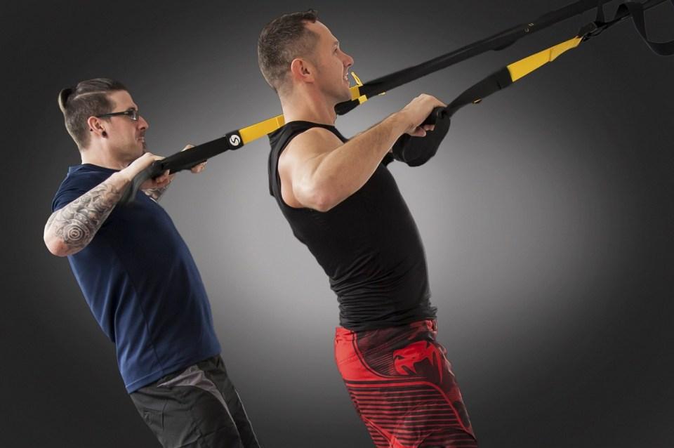 Ponte en forma con esta rutina con TRX para bíceps