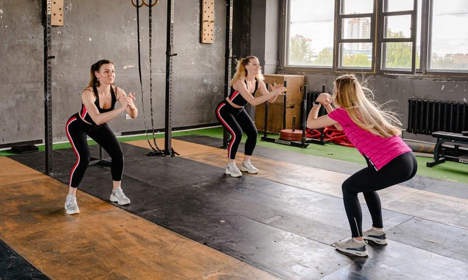Ejercicios para ejercitar los músculos de los glúteos y extremidades inferiores del cuerpo