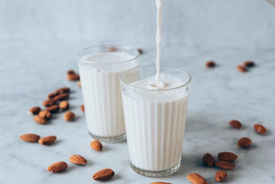 beber leche de almendras