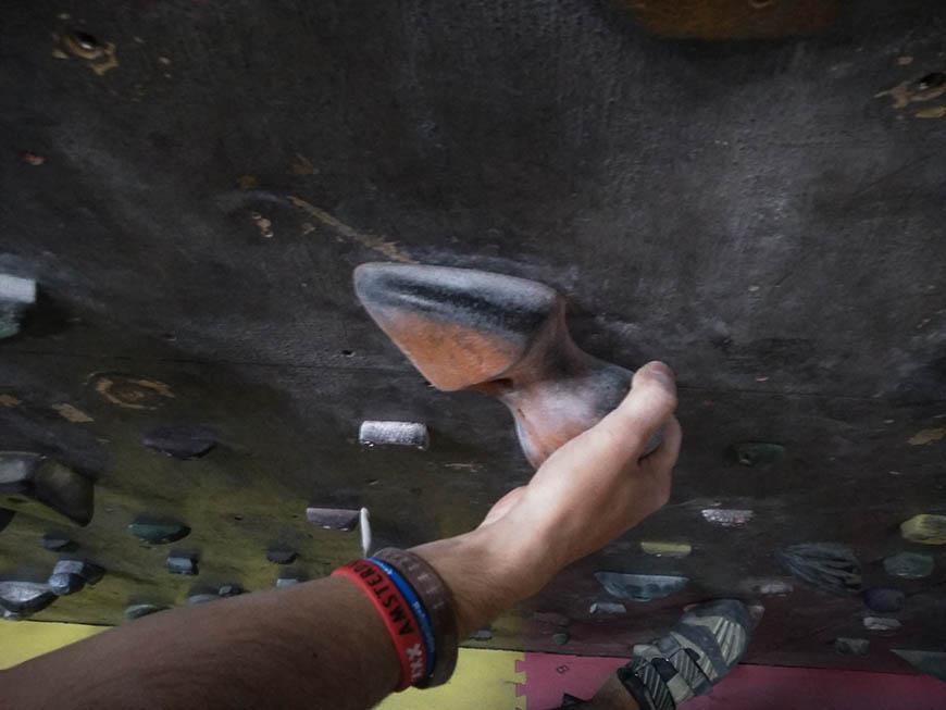 invertido tipos de agarres en escalada