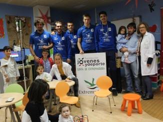 El voleibol Extremadura CCPH visita al Hospital San Pedro de Alcántara