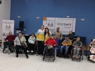 Las jugadoras Paola Ferrari y Gaby Ocete visitan Cocemfe Cáceres