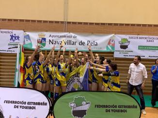 El CP Licenciados Reunidos Campeonas de Extremadura Infantil de Voleibol
