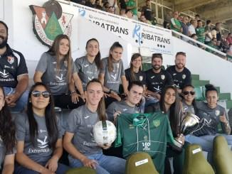 El CP Cacereño homenajeó a las campeonas de la copa Federación Femenina el CF Femenino Cáceres