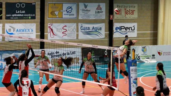 El Extremadura Arroyo se encomienda a la heroica para vencer 3-2 a un gran Voley Sanse