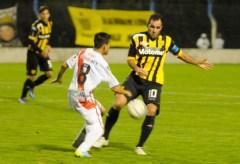 Mariano González, autor del primer gol de Santamarina en la primera rueda, reaparecerá el viernes ante Guaraní tras cumplir la suspensión (Foto El Eco)
